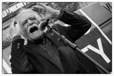 Η Ευρωομάδα της Αριστεράς για την απώλεια του Μανώλη Γλέζου: Χάσαμε έναν Ήρωα