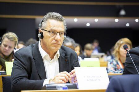 Κ. Αρβανίτης: Ο Μητσοτάκης μετά τον Όρμπαν, τώρα Αντιγράφει και τον Σαλβίνι και Διασύρει την Ελλάδα